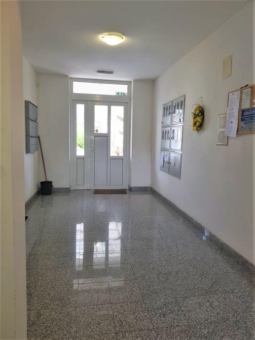 Zagreb (Voltino), 2- soban stan 44,00 m2 - pogodan za APN!!
